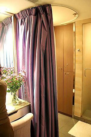 着替えもカーテンが用意されていてプライバシーが守れています。